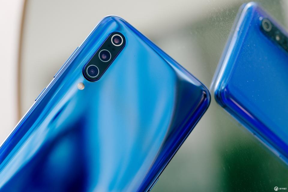 Xiaomi Mi 9 come OnePlus 7 Pro? Overclock del display a 80Hz