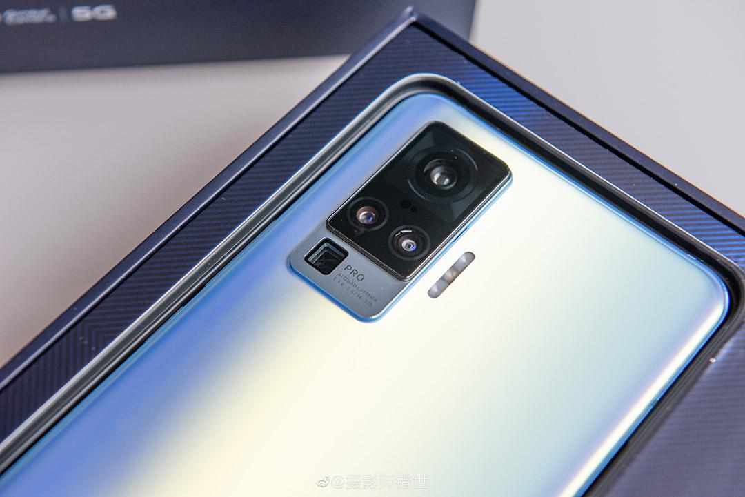 Vivo X50, X50 Pro e X50 Pro+ ufficiali con gimbal camera